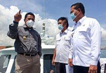 Pjs Gubernur Kepri saat meninjau titik-titik lokasi untuk menyambungkan Jembatan Batam-Bintan