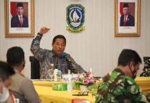 Pjs Gubernur Kepri Bahtiar saat memimpjn Rapat Koordinasi Pembangunan Jembatan Batam Bintan di Aula Wan Sri Beni, Dompak, Tanjungpinang, Kamis (19/11).