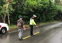 Anggota Satlantas Polres Tanjungpinang saat melakukan olah TKP di Jalan RH Fisabilillah Tanjungpinang (Suryakepri.com/ist)