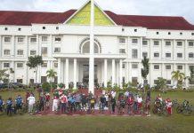 Pjs Gubernur Kepri Bahtiar bersama Menpora RI, dalam kegiatan sepeda sehat dengan tujuan meningkatkan imunitas mencegah Covid-19 di Pulau Dompak, Tanjungpinang, Ahad (22/11).