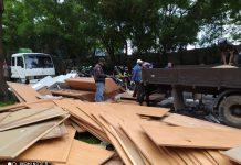 Truk terbalik di Seraya, Kota Batam, Jumat (27/11/2020)