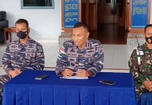 Danlanal Karimun Letkol Laut (P) Maswedi menggelar konferensi pers tentang kinerja Satgas Laut dalam menekan penyebaran Covid-19, Jumat (27/11/2020) sore. Foto Suryakepri.com/RACHTA YAHYA