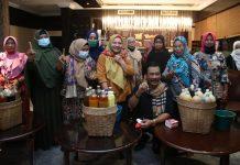 Cagub Kepri Nomor Urut 1 HM Soerya Respationo bertemu anggota Paguyuban Pedagang Bakso dan Jamu se Kabupaten Karimun, Minggu (29/11/2020) malam. Foto Suryakepri.com/IST