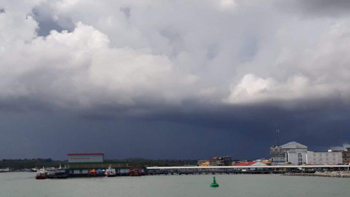 Ilustrasi, awan tebal mengelilingi Tanjunginang (Suryakepri.com/Muhammad Bunga Ashab)