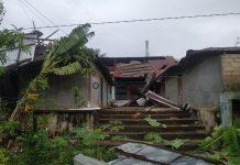 Angin puting beliung di Karimun merusakkan sejumlah rumah di Karimun, Selasa dinihari.(suryakepri.com/rachta yahya)