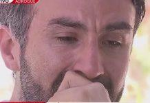 dr Leopoldo Luque menangis saat rumah dan kantornya digeledah oleh polisi. Dia adalah dokter yang merawat Diego Armando Maradona setelah operasi kepala. Diduga legenda sepakbola Argentina ini terbunuh secara tak sengaja oleh dokter pribadinya. (Foto: LA NACION)