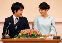 Putri Mako (29) dan kekasihnya, Kei Komuro (29), bertemu di International Christian University pada 2012. Putra Mahkota Jepang Fumihito, adik dari Kaisar Naruhito, telah menyetujui pernikahan anak perempuannya dengan pria biasa.(Foto dari SCMP)