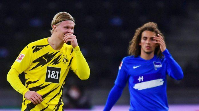 Erling Braut Haaland (kiri) mencetak empat gol di babak kedua di kandang Hertha Berlin saat Borussia Dortmund menang 5-2 pada Matchday 8 Bundesliga 1 Jerman. (Foto dari Bundesliga.com)
