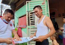Calon Walikota Batam, Lukita Dinarsyah Tuwo yang langsung turun menyambangi warga perumahan Putra Kelana Jaya, Bengkong, Jumat (20/11/2020) pagi