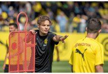 Edin Terzic ketika memimpin latihan tim pada bulan Juli 2018 silam. Dia telah ditunjuk sebagai pelatih baru (interim) Borussia Dortmund untuk menggantikan Lucien Favre yang dipecat pada Minggu (13/12/2020). (Foto: Twitter Edin Terzic)