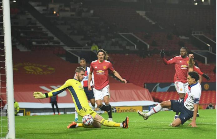 Kapten PSG Marquinhos saat mencetak gol ke gawang MU, menjadikan skor 2-1 untuk keunggulan tim tamu. PSG akhirnya menang 3-1, dimana Neymar mencetak dua gol di laga ini. (Foto: Uefa.com)