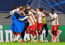 Para pemain RB Leipzig bergembira usai mengalahkan Manchester United 3-2 sekaligus menyingkirkan klub Inggris itu dari Liga Champions 2020/21. (Foto dari Uefa.com)