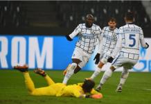 Striker Inter Milan Romelu Lukaku usai membobol gawang Gladbach yang dikawal Yann Sommer. Lukaku mencetak dua gol dalam kemenangan 3-2 atas tuan rumah Gladbach untuk menjaga asa lolos ke Babak 16 Besar Liga Champions 2020/21. (Foto: Uefa.com)