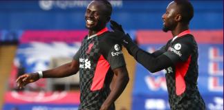 Sadio Mane (kiri) merayakan gol bersama Naby Keita. Sadio Mane mencetak gol ke-10 di Liga Premier melawan Crystal Palace, menjadi pemain dengan skor tertinggi melawan The Eagles di kompetisi Liga Premier - menyalip Jermain Defoe. (Foto: Premierleague.com)