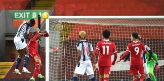Semi Ajayi melompat untuk menanduk umpan Matheus Pereira menjadikan skor imbang 1-1 melawan Liverpool di Anfield, Minggu (27/12/2020) atau Senin dinihari WIB. (Foto: Premierleague.com)