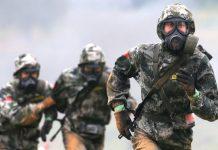 Prajurit Tiongkok bersaing di Olimpiade Tentara Internasional 2020 di Rusia. Pejabat intelijen tinggi AS mengungkapkan bahwa militer China telah melakukan tes biologis untuk menciptakan tentara super. (Foto: Vladimir Smirnov / Tass via Guardian)