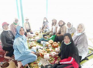 Sofha Marwah Bahtiar bersama TP PKK Kecamatan Jemaja Kabupaten Kepulauan Anambas