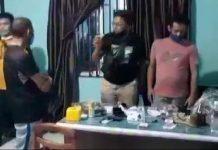 Petugas Satres Narkoba Polres Tanjungpinang saat melakukan penggeledahan di salah satu TKP (Suryakepri.com/ist)