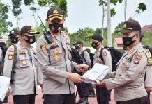 Kapolres Bintan AKBP Bambang Sugihartono saat memimpin apel kesiapan pasukan dalam pengamanan Pilkada 2020 (Suryakepri.com)