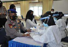Personel Polres Tanjungpinang saat menjalani rapid test (Suryakepri.com)