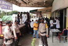 Kotak suara dan surat suara serta logistik lainnya di simpan di kantor Camat Batuampar,