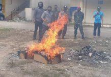 Komisi Pemilihan Umum (KPU) Kota Batam dan Badan Pengawas Pemilu (Bawaslu) Batam melakukan pemusnahan terhadap kelebihan kertas suara,