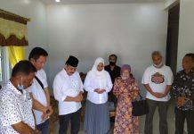 Calon Walikota Batam, Lukita Dinarsyah Tuwo menyempatkan doa bersama dengan tim pendamping dan istri tercintanya.