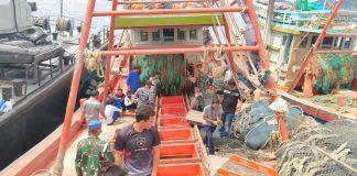 Lanal Ranai menerima barang bukti dua kapal ikan asing berbendera Vietnam (Suryakepri.com/ist)