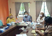 Ketua Bawaslu Tanjungpinang Muhamad Zaini bersama Komisioner Bawaslu Tanjungpinang saat mengadakan rakor pengamanan rekapitulasi penghitungan suara tingkat KPU (Suryakepri.com)