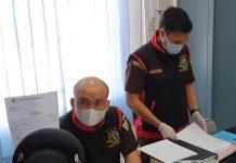 Kasi Pidsus Kejari Bintan Senopati saat melaksanakan kegiatan penggeledahan di kantor PT BIS BUMD Bintan (Suryakepri.com)