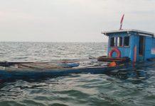 Kapal Motor Aina Jaya saat mengalami kebocoran (Suryakepri.com)