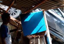 mobil Dhaihatsu warna hitam BP 1378 MR menimpa dapur miliknya, Rabu (9/12/2020) sekitar pukul 13.30 WIB.