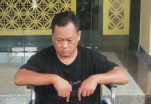 Pelaku EBP (39) dihadirkan saat jumpa pers di Polda DIY, Kamis (3/12/2020). EBP ditangkap di kawasan Industri Kediri Jawa Timur. Dia adalah pelaku pembunuhan terhadap Sri Utami (40), warga Bantul Karangasem, RT 03 Muntuk, Dlinggo, Bantul Yogyakarta, pada Senin 4 Februari 2013 silam. (Foto: Suryayogya.com/Gaga Sallo)