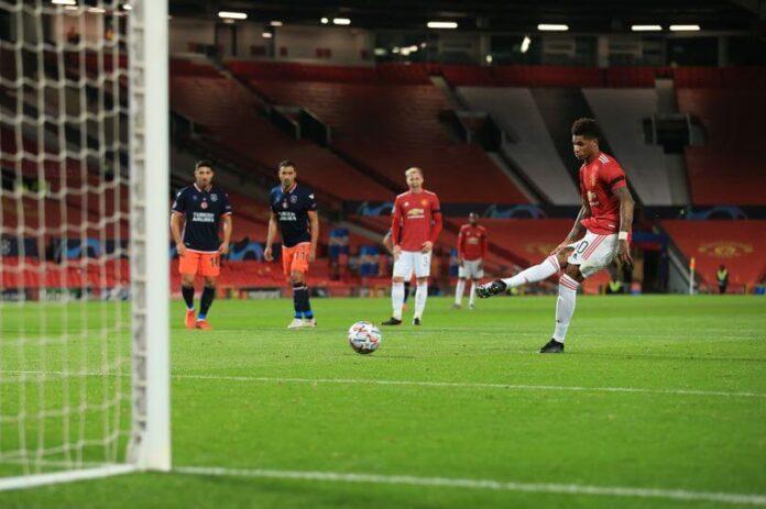 Marcus Rashford mengambil tendangan penalti. (Foto dari Sky Sports)