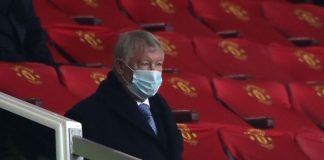 Mantan manajer Manchester United Sir Alex Ferguson menyaksikan pertandingan di old Trafford belum lama ini. (Foto dari MEN Sport)