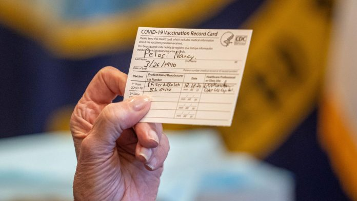 Bukti vaksin yang diterima Ketua DPR AS Nancy Pelosi. (Foto: qz.com)