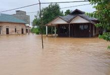 Kepala Pusat Data, Informasi dan Komunikasi Kebencanaan Badan Penanggulangan Bencana Nasional (BNPB) Dr. Raditya Jati, melalui siaran pers, Jumat (15/1/2021) menyebutkan, sebanyak 21.990 jiwa terdampak banjir di Kabupaten Tanah Laut, Provinsi Kalimantan Selatan. (Foto: Dok BNPB)