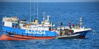 TNI AL saat menangkap kapal ikan asing berbendera Taiwan di Laut Natuna Utara (Suryakepri.com/Dok Dispen Koarmada I)