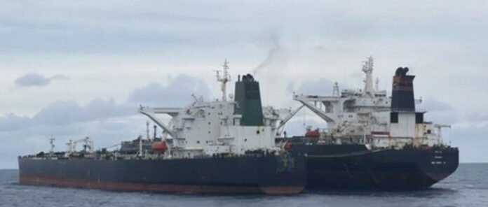 Dua kapal tanker MT Hourse milik Iran dan MT Freya yang berbendera Panama yang diamankan Badan Kemanan Laut (Bakamla) RI di Perairan Pontianak Kalimantan tiba di Pelabuhan Batuampar Batam, Kepri.