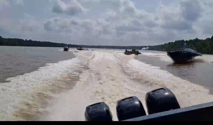 Sempat terjadi aksi kejar-kejaran antara kapal Patroli Bea Cukai dengan speedboat Haji Permata dkk. (Foto: Dok Bea Cukai).