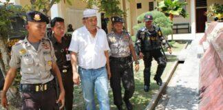 Mendiang Haji Permata semasa hidup (baju putih). Foto: Wartakriminal)