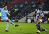 Ilkay Gundogan melepas tembakan untuk membobol gawang West Bromwich Albion di Stadion Hawthorns, Selasa (26/1/2021) atau Kamis dinihari waktu Indonesia. Dia mencetak dua gol dalam kemenangan 5-0 yang mengangkat Man City ke puncak klasemen sementara Liga Inggris 2020/21. (Foto: Premierleague.com)
