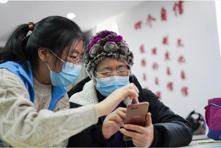 China telah menjadi terkenal karena pensiunannya yang paham ponsel cerdas dalam beberapa tahun terakhir. Foto: Xinhua