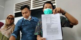 Tim pengacara Keluarga Deki Golok. (Foto dari Langgam.id)