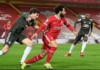 Bek MU Vicotr Lindelof mengawal penyerang Liverpool pada babak pertama. (Foto dari Premierleague.com)