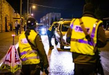 Polisi di pos pemeriksaan sementara selama penguncian virus corona yang ketiga oleh pemerintah Israel, di Yerusalem, 29 Desember 2020. (Olivier Fitoussi / Flash90 via Times of Israel)