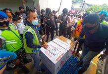 Vaksin Covid-19 untuk Provinsi Kepri tiba di Bandara Internasional RHF Tanjungpinang (Suryakepri.com/Muhammad Bunga Ashab)
