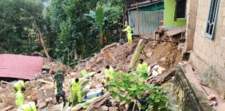 Korban tanah longsor di daerah Tanjung Sengkuang, Batuampar