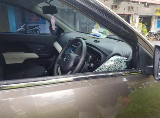 Aksi pecah kaca kembali terjadi di depan Laundry Box, Batam Center, Selasa (12/1/2021) sekitar pukul 12.30 WIB.