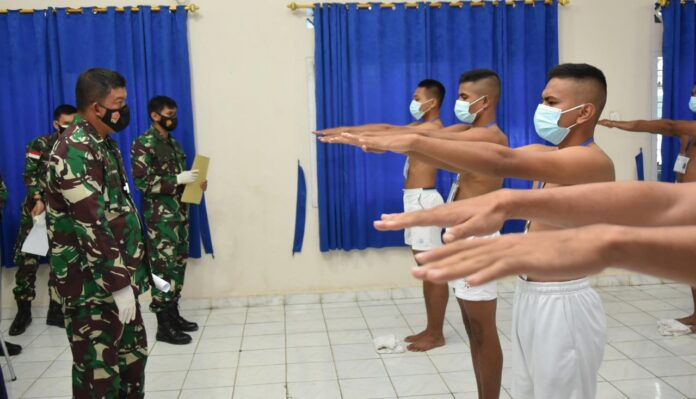 Danlanud RHF Kolonel Pnb Andi Wijanarko saat memimpin sidang Pantukhir Daerah Penerimaan Tamtama PK Gelombang I Khusus Paskhas Tahun Anggaran 2021 (Suryakepri.com)